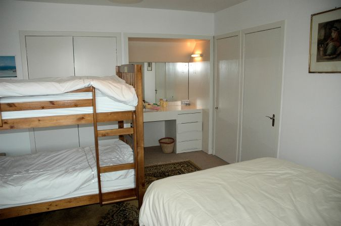 Ceol Na Mara can sleep up to 8 people and the upper floor accommodation comprises 2 well-proportioned bedrooms, each with wash hand basin and large built-in wardrobes.